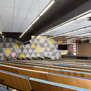 escola-auditorio-corredor-bellini-arquitetura